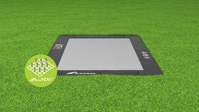 Akrobat_Primus_rectangular_Black_on_grass